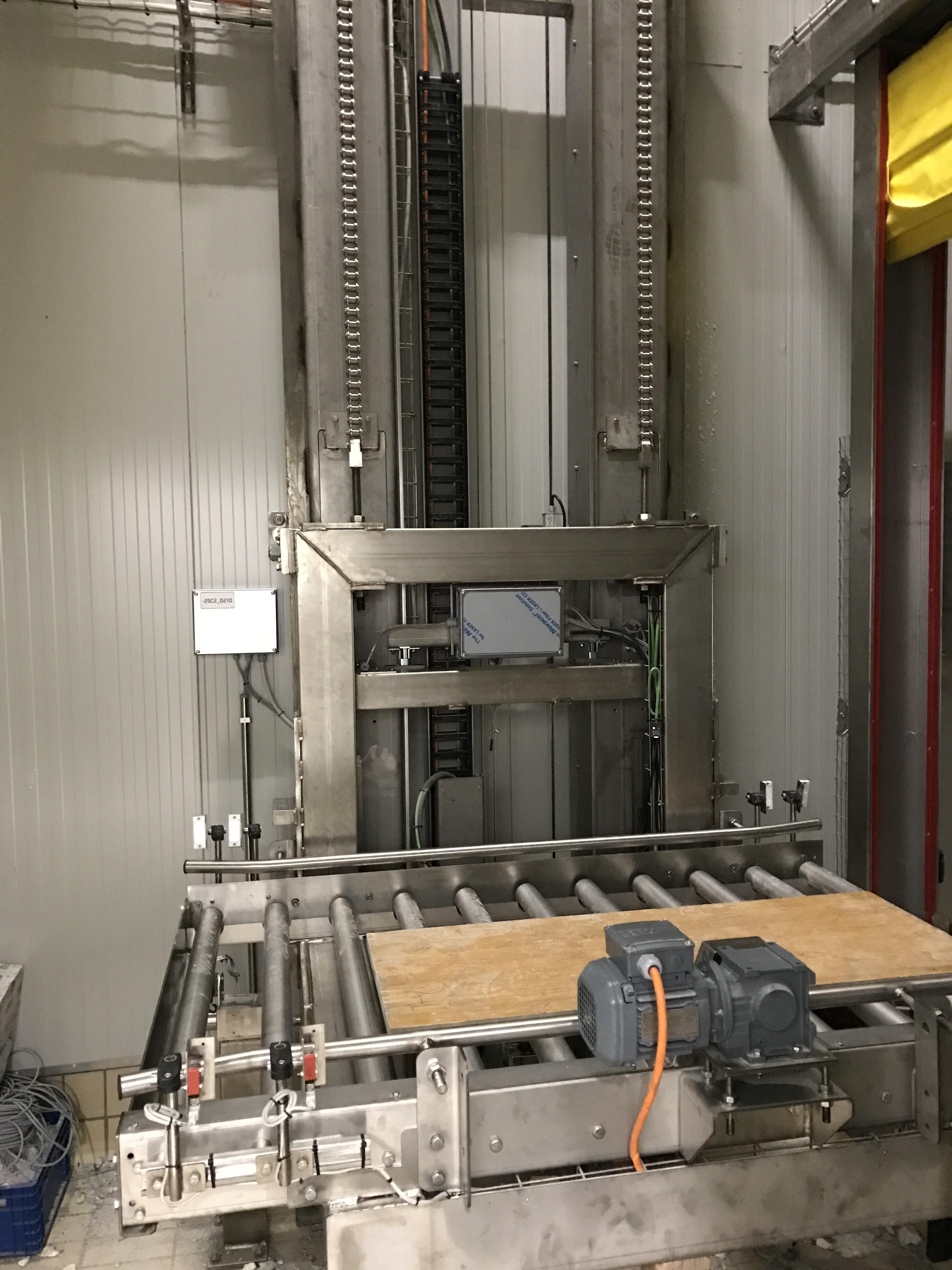 Culla elevatore inox con trasportatore a rulli